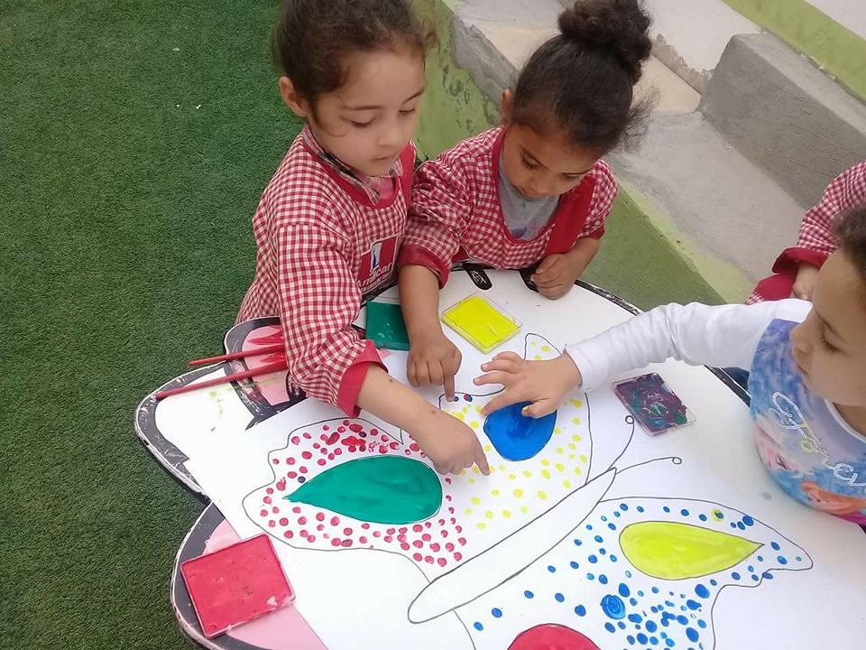 Leçon de peinture pour nos élèves de 3 ans